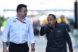 Eric Boullier, jefe de competición de McLaren y Matt Morris, McLaren