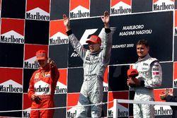 Podio: il vincitore della gara Mika Hakkinen, McLaren, secondo Michael Schumacher, Ferrari, terzo Da