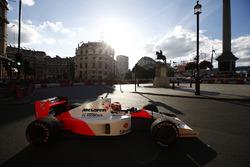 Стоффель Вандорн за рулем McLaren MP4/6 Айртона Сенны