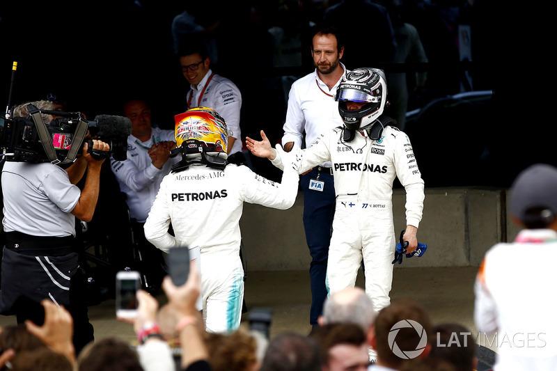 Winner Lewis Hamilton, Mercedes AMG F1, celebrates in parc ferme, Valtteri Bottas, Mercedes AMG F1