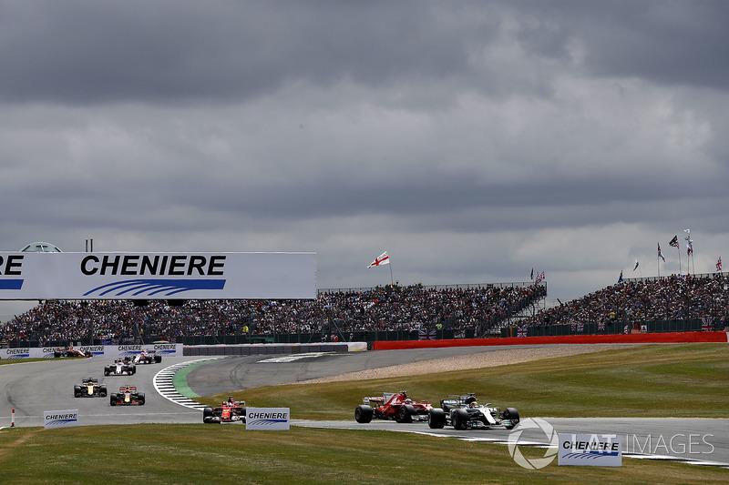 Lewis Hamilton, Mercedes AMG F1 W08, Kimi Raikkonen, Ferrari SF70H, Sebastian Vettel, Ferrari SF70H