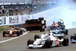 Luciano Burti, Prost AP04, dopo aver impattato contro il posteriore della Ferrari di Michael Schumac