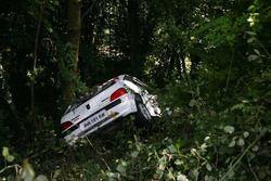 La Peugeot 106 uscita di strada dopo aver travolto la Postazione Fissa Commissari di Percorso numero