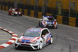Andy Yan Cheuk Wai, Liqui Moly Team Engstler, Volkswagen Golf GTI TCR; Tin Sritrai, Team Thailand Honda Civic TCR