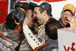Il Campione 2016 e vincitore della gara Daniel Suarez, Joe Gibbs Racing Toyota, festeggia con il suo
