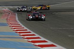#8 Audi Sport Team Joest Audi R18: Lucas di Grassi, Loic Duval, Oliver Jarvis, #2 Porsche Team Porsc