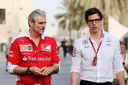 Maurizio Arrivabene, Ferrari Teamchef mit Toto Wolff, Mercedes AMG F1 Sportchef