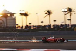 Kimi Raikkonen, Ferrari SF16-H envoie des étincelles dans les airs