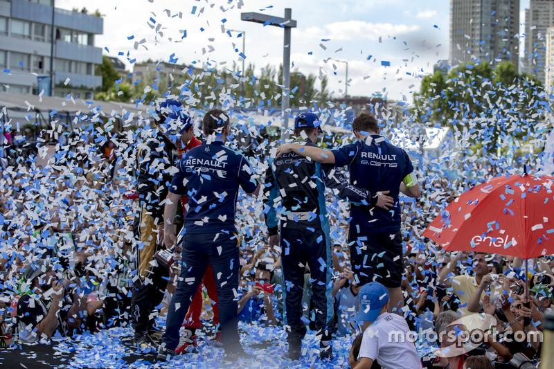 المنصة: الفائز بالسباق سيباستيان بويمي، رينو إي.دامس