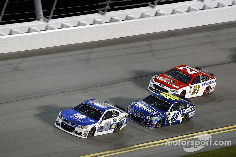 Dale Earnhardt Jr., Hendrick Motorsports, Chevrolet; Jimmie Johnson, Hendrick Motorsports, Chevrolet