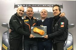 Armando Donazzan, presidente di Orange1 Racing, Maurizio Reggiani, responsabile ricerca e sviluppo di Automobili Lamborghini, Pierpaolo Pecorari, managing director di Orange1 Racing, e Tancredi Pagiaro, titolare e team principal di Lazarus
