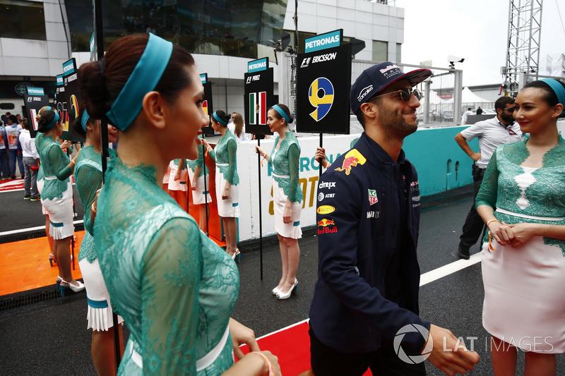 Daniel Ricciardo, Red Bull Racing, walks through an avenue of grid girls