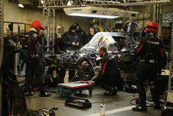 #70 Mazda Motorsports Mazda DPi: Joel Miller, Tom Long, James Hinchcliffe in the garage