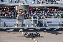 #10 Wayne Taylor Racing Cadillac DPi: Ricky Taylor, Jordan Taylor, Max Angelelli, Jeff Gordon takes the checkered flag