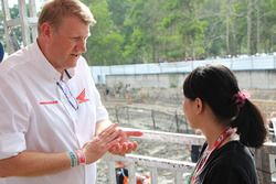 Head of Motorsport Honda Motor Europe Ltd., Robert Watherston dengan Motorsport.com