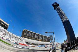 Brad Keselowski, Team Penske Ford ve Denny Hamlin, Joe Gibbs Racing Toyota