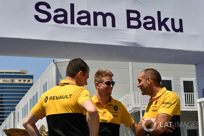 Nico Hulkenberg, Renault Sport F1 Team und Cyril Abiteboul, Geschäftsführer, Renault Sport F1