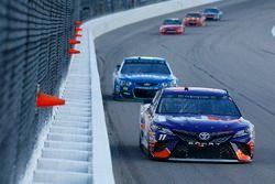 Denny Hamlin, Joe Gibbs Racing Toyota, Jimmie Johnson, Hendrick Motorsports Chevrolet