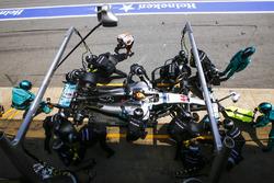 Lewis Hamilton, Mercedes AMG F1 W08, acción en pit stop