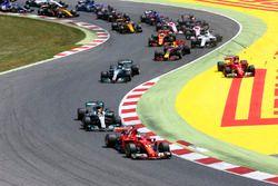 Sebastian Vettel, Ferrari SF70H, Lewis Hamilton, Mercedes AMG F1 W08, Valtteri Bottas, Mercedes AMG F1 W08, Max Verstappen, Red Bull Racing RB13, the rest of the field at the start, as Kimi Raikkonen, Ferrari SF70H, Max Verstappen, Red Bull Racing RB13, get caught up in an incident