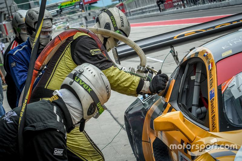 #26 B-Quick Racing Team Audi R8 LMS Cup: Henk Kiks, Daniel Bilski, Peter Kox refueling