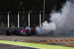 Carlos Sainz Jr., Scuderia Toro Rosso STR12 s'arrête en piste