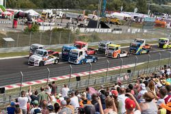 Adam Lacko, Freightliner leads at the start