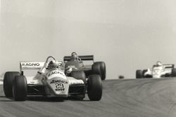 Nicht ganz glücklich - Der Schweizer Marc Surer hatte mit seinem Arrows A5-Cosworth etliche technische Probleme und fiel zurück