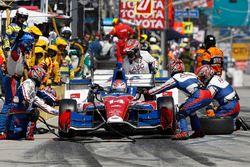 Carlos Munoz, A.J. Foyt Enterprises Chevrolet, pit stop