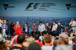 Maurizio Arrivabene, director del equipo, Ferrari, Monisha Kaltenborn, director y CEO, Sauber, Guent