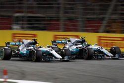 Lewis Hamilton, Mercedes AMG F1 W08, battles with Valtteri Bottas, Mercedes AMG F1 W08