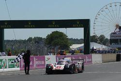 Sieg für #2 Porsche LMP Team Porsche 919 Hybrid: Timo Bernhard, Earl Bamber, Brendon Hartley