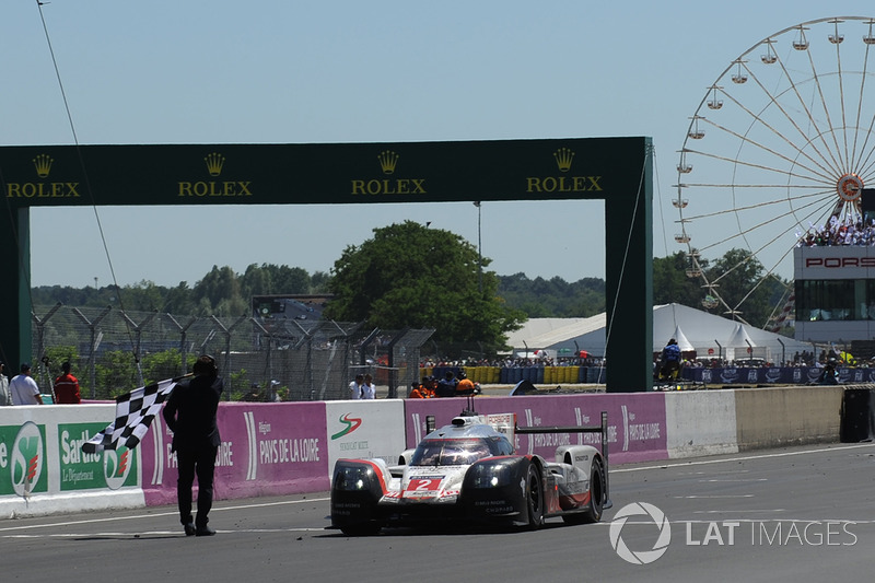 2017: Porsche - Timo Bernhard, Earl Bamber e Brendon Hartley