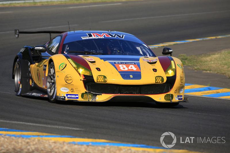 50°: #84 JMW Motorsport Ferrari 488 GTE: Robert Smith, Will Stevens, Dries Vanthoor