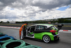 Ferenc Ficza, Zengo Motorsport, KIA cee'd TCR stopped on track