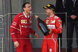 1. Sebastian Vettel, Ferrari, mit Riccardo Adami, Ferrari. Renningenieur