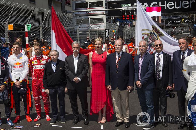 Jean Todt, presidente de la FIA, Chase Carey, Chief jefe de Formula One Group, la princesa Charlene de Mónaco, y el príncipe Alberto de Mónaco