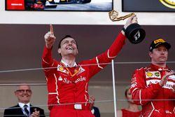 2. Kimi Räikkönen, Ferrari, mit Riccardo Adami, Ferrari, Renningenieur