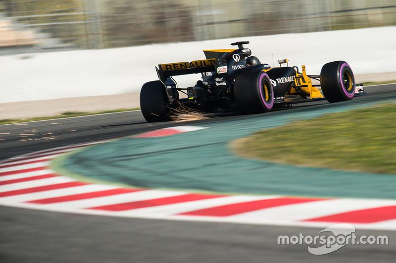 Nico Hulkenberg, Renault Sport F1 Team RS17 envoie des étincelles