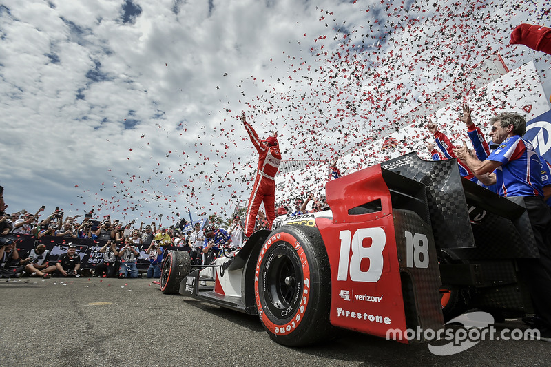 5. Sébastien Bourdais, Dale Coyne Racing Honda, celebra su triunfo