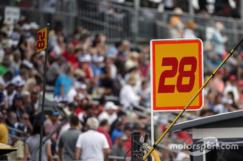 Ryan Hunter-Reay, Andretti Autosport Honda sign