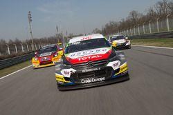 John Filippi, Sébastien Loeb Racing, Citroën C-Elysée WTCC ; Tom Coronel, Roal Motorsport, Chevrolet