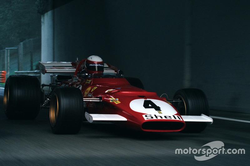 Ferrari 312B на трасі в Монці на зйомках документального фільму з однойменною назвою. Гонщик - Паоло