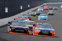 Эрик Джонс, Joe Gibbs Racing Toyota и Майкл Аннетт, JR Motorsports Chevrolet