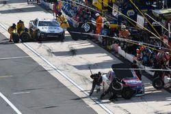 Майкл Макдауэлл, Leavine Family Racing Chevrolet и Лэндон Кэссилл, Front Row Motorsports, Ford Fusio