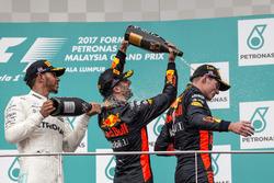 Подиум: победитель Макс Ферстаппен, Red Bull Racing, второе место – Льюис Хэмилтон, Mercedes AMG F1,