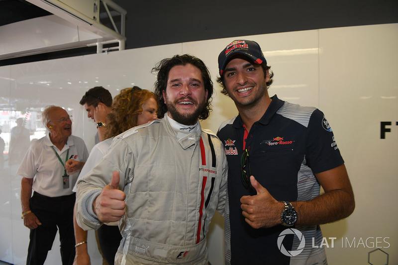 Carlos Sainz Jr., Scuderia Toro Rosso, F1 y Harington, Actor, Keith Bruce  Zsolt Baumgartner, F1 Experiences coche de 2 plazas