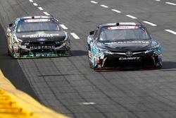 Christopher Bell, Joe Gibbs Racing Toyota, Casey Mears, Biagi-DenBeste Racing Ford
