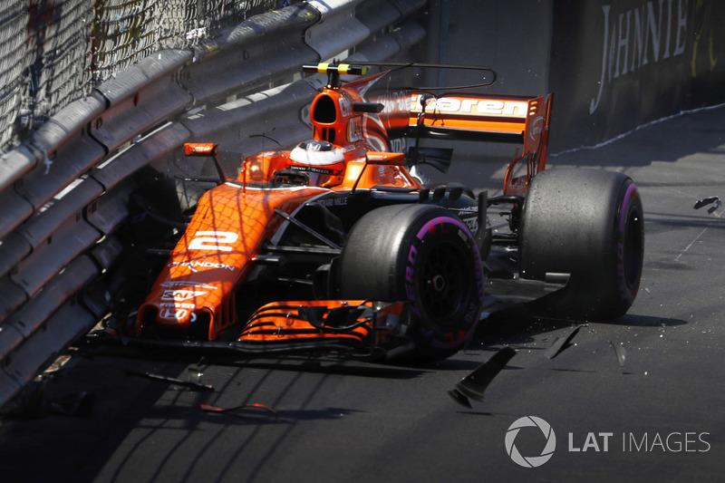 Stoffel Vandoorne, McLaren MCL32 crash