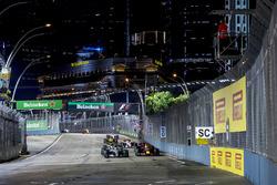 The safety car leads Lewis Hamilton, Mercedes AMG F1 W08, Daniel Ricciardo, Red Bull Racing RB13, Va